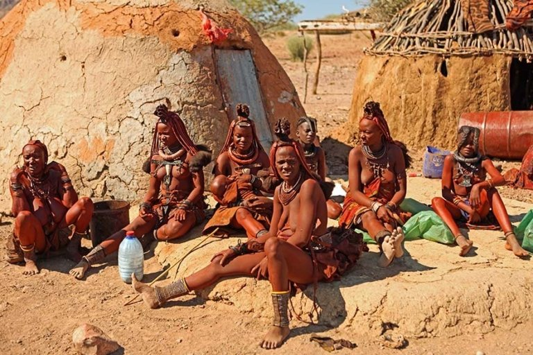 Himba-tribe-women-in-Damaraland-Namibia-768x512